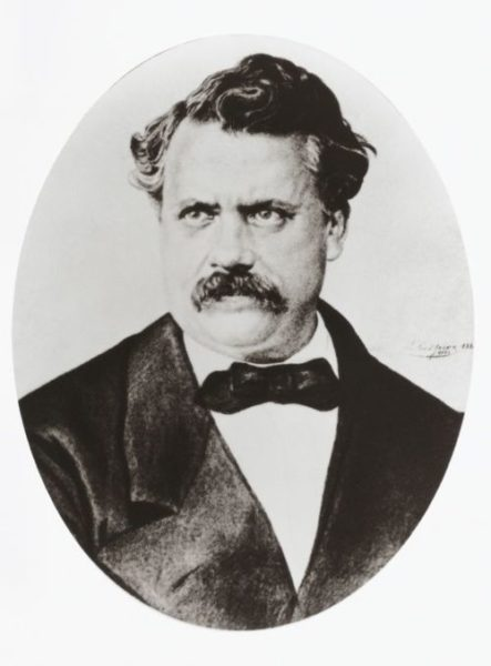 Луи Вюиттон создал компанию, что производила чемоданы.