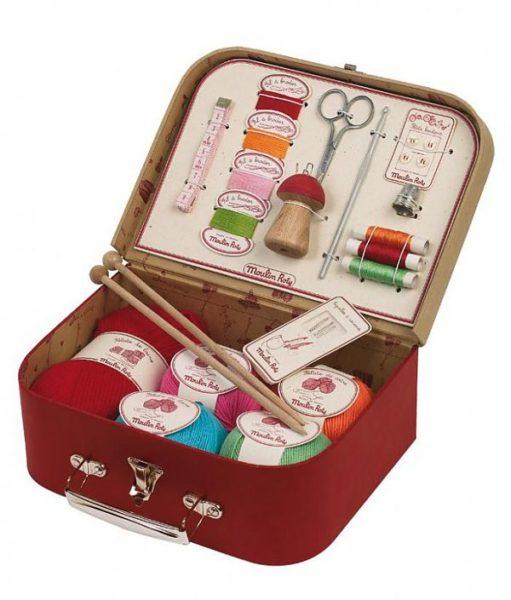 Всевозможные наборы для рукоделия и творчества. Например, для шитья.